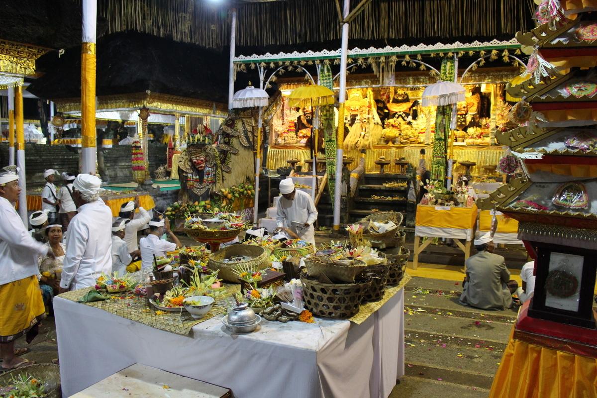 絶景の棚田とバリ島ウブドで伝統的な祭礼『オダラン』に!