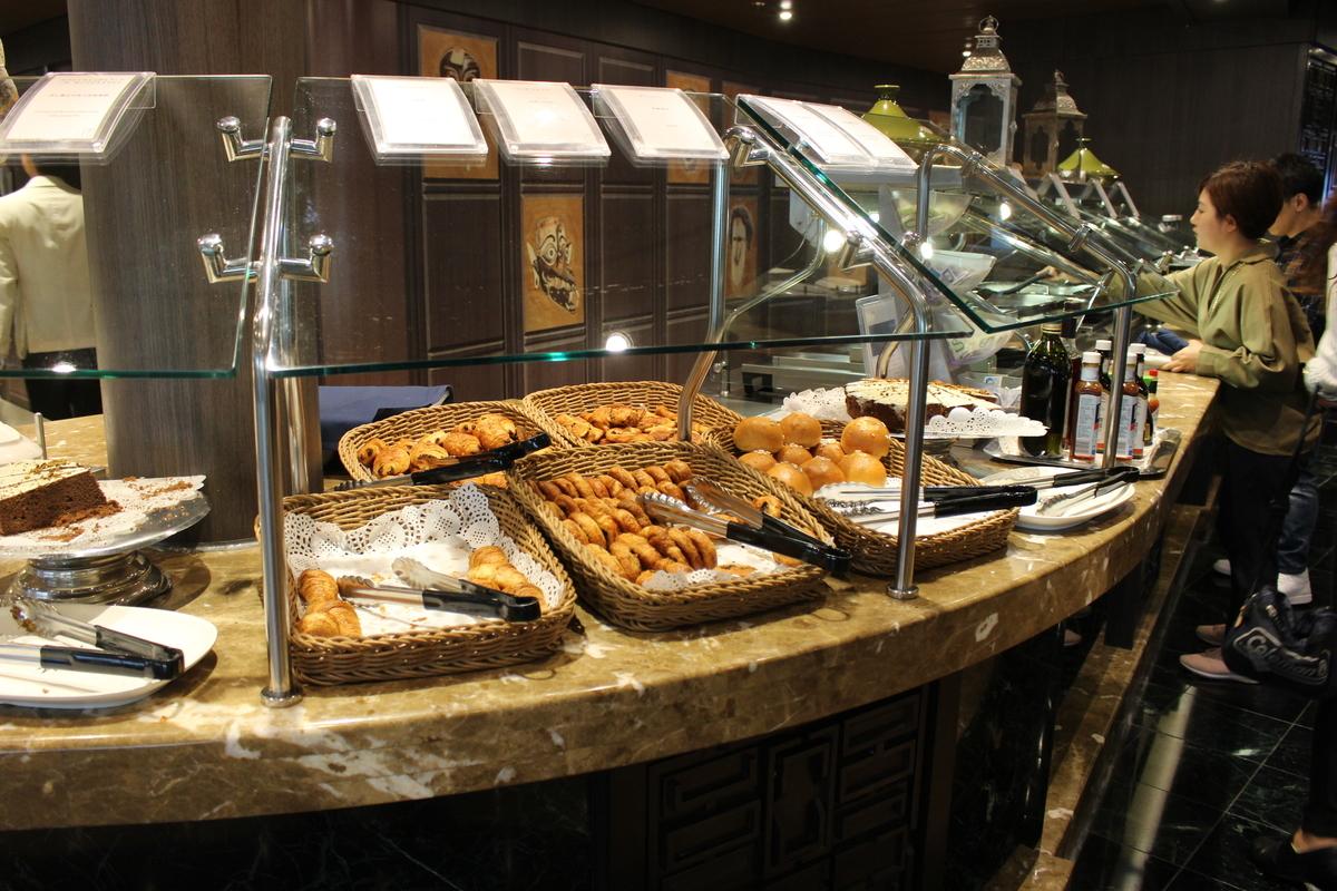 食べ放題のビュッフェ『ボラボラ&パゴパゴ』