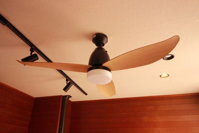 傾斜対応 LED 調光 昼白色 1灯 軽量 東京メタル工業製シーリングファンライト【MGE001】