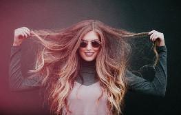 髪の毛触る仕草 心理