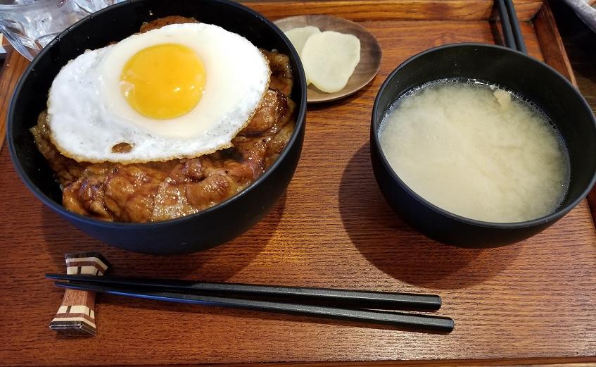 ブタサン 豚玉丼