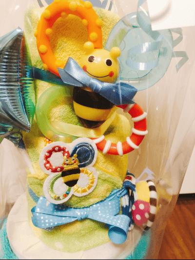 こどものおもちゃがたくさん入っているSassyオムツケーキでした