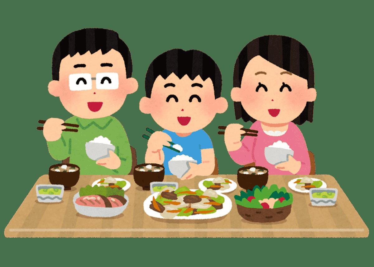 家族が仲良くご飯を食べている画像
