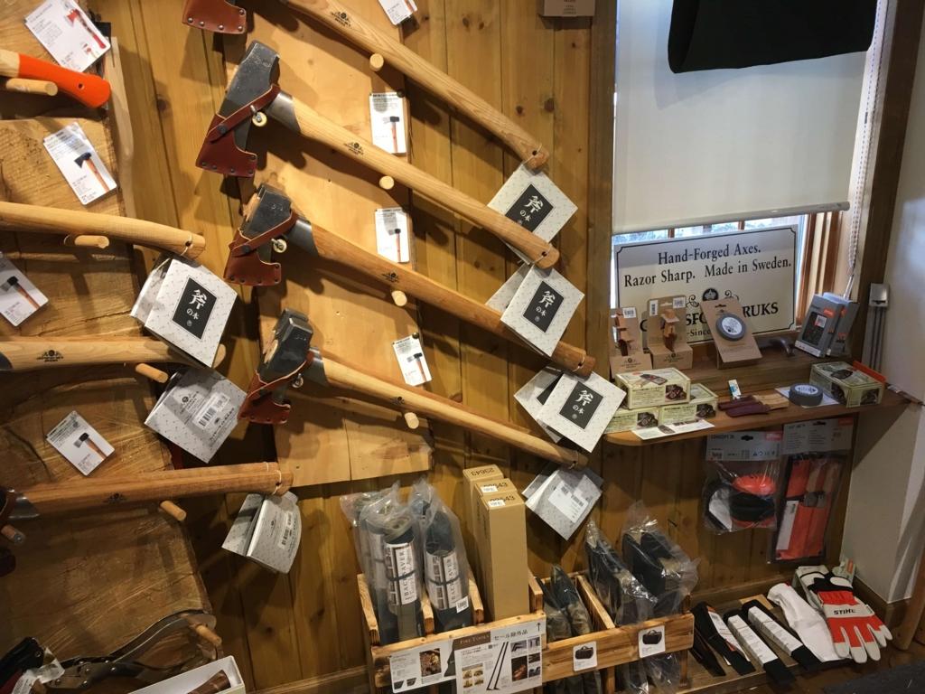 ファイヤーサイドの斧の棚