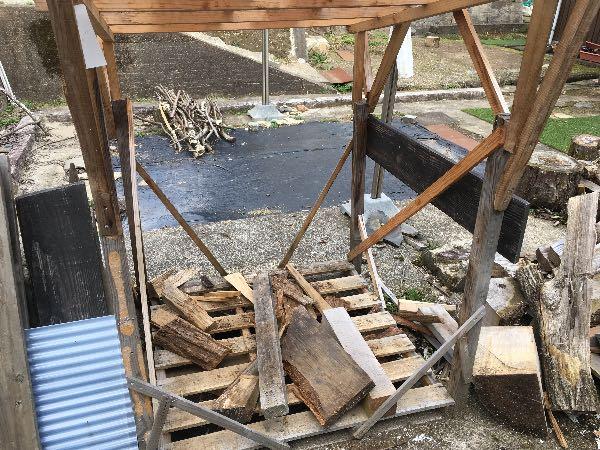 クヌギの薪棚