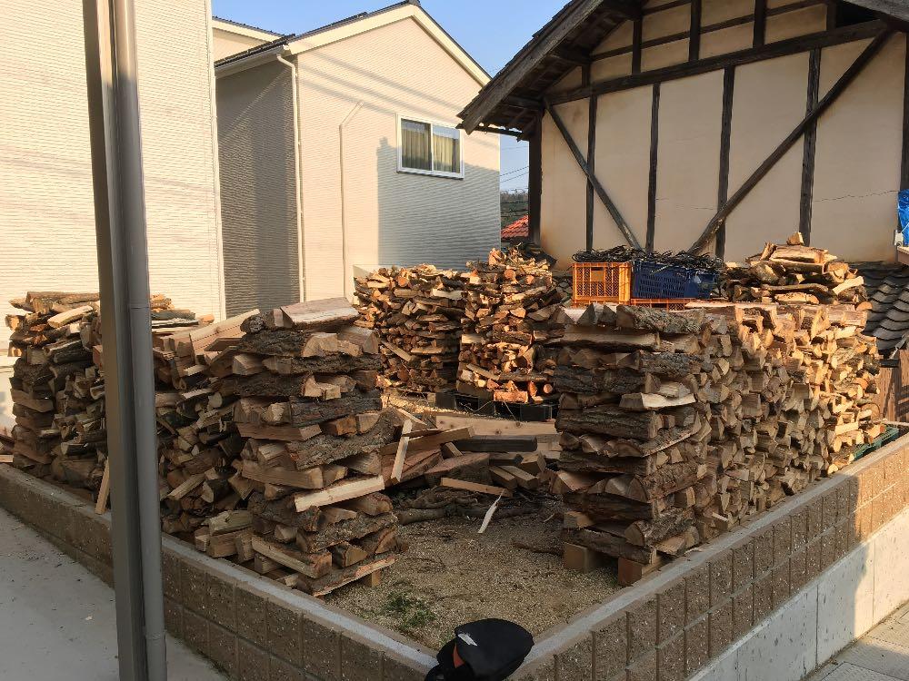 薪割り風景薪山崎