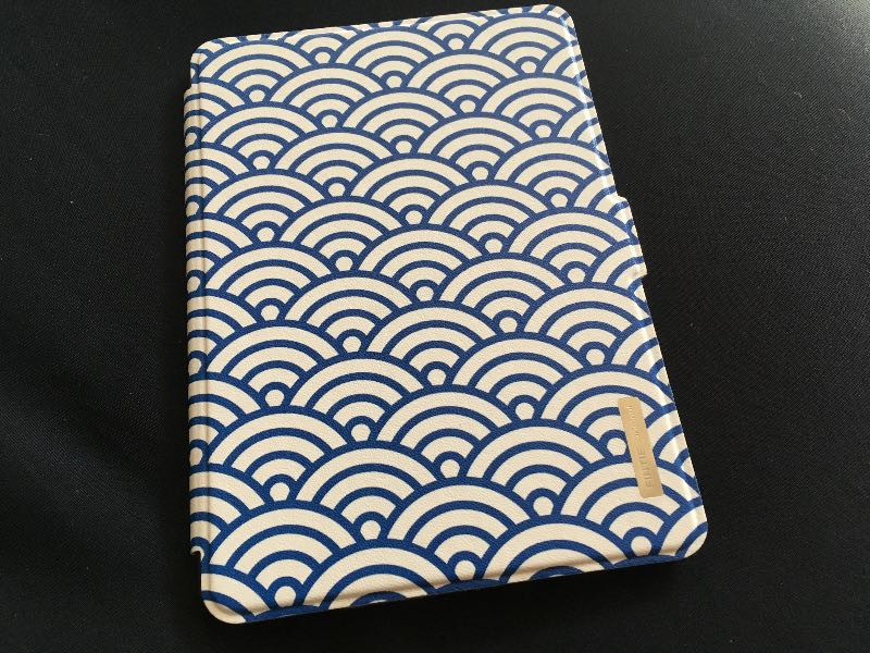 Kindle Paperwhiteのマンガモデルを手に入れたので安くてゴムバンド固定じゃないFintieを買って大満足