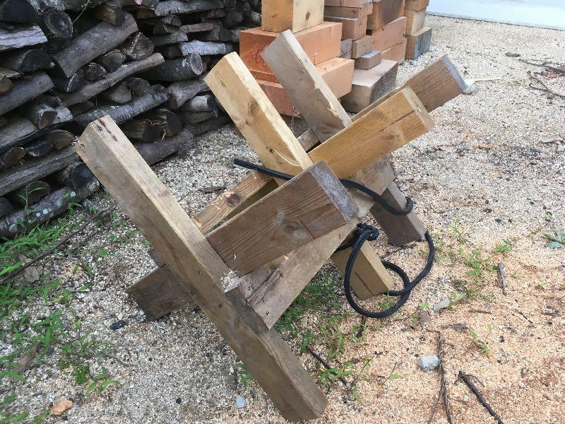 薪山崎の2×4材玉切り馬
