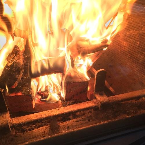 ネスターマーティンS43は灰を捨てるとよく燃えるよ!