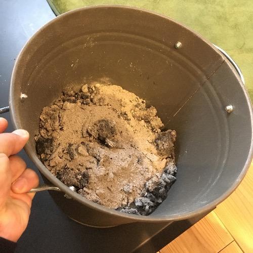 薪山崎のネスターマーティンにたまった灰