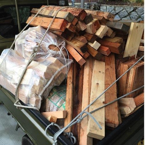 薪山崎が大工さんからもらった焚きつけ材
