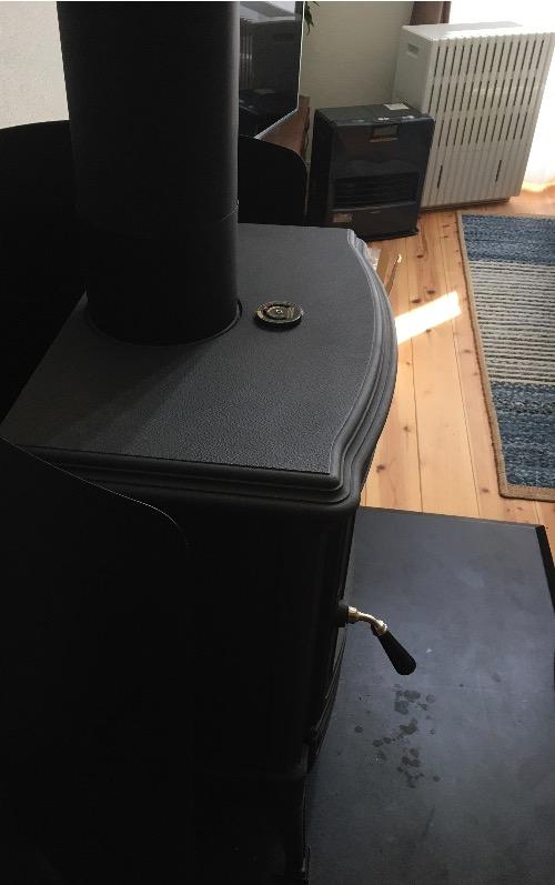薪ストーブと加湿機FE-KXP20