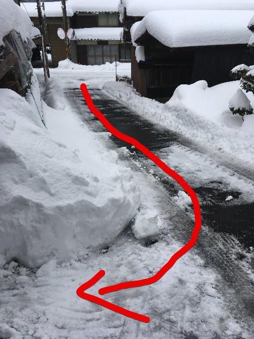 薪山崎の雪坂道