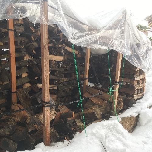 薪山崎崩れかけの薪棚