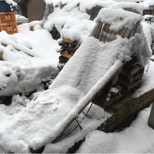 薪山崎の潰れたビニールシート屋根