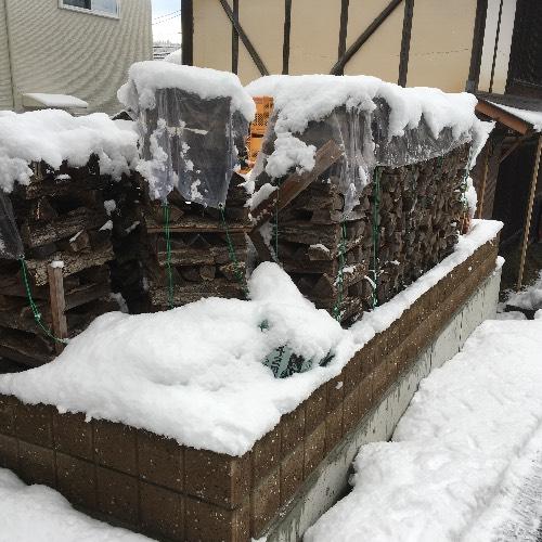 薪山崎のビニールシート薪