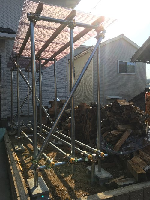 薪山崎の単管薪棚