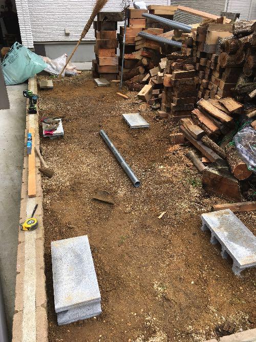 薪山崎の単管薪棚の基礎1
