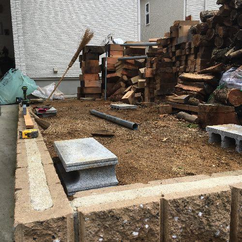 薪山崎の単管薪棚基礎2