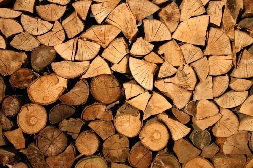 今年の薪は近所のチップ工場から購入することにしました