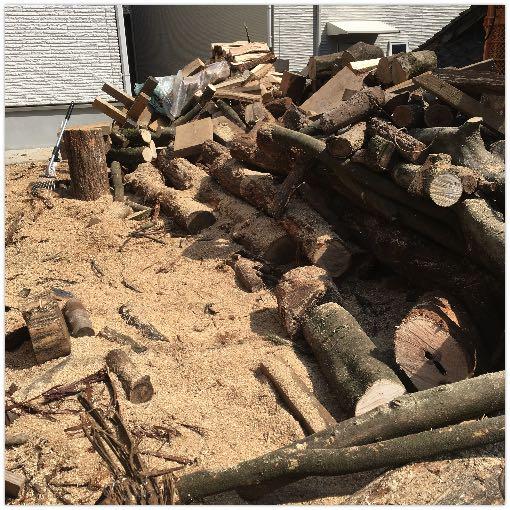 薪山崎の薪割り場