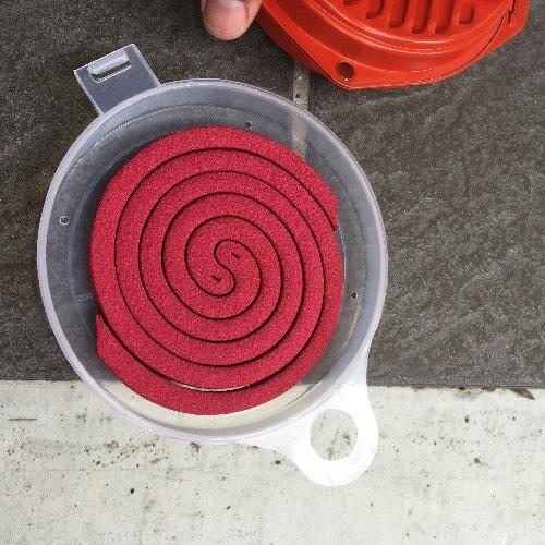 予備を収納できる携帯防虫器