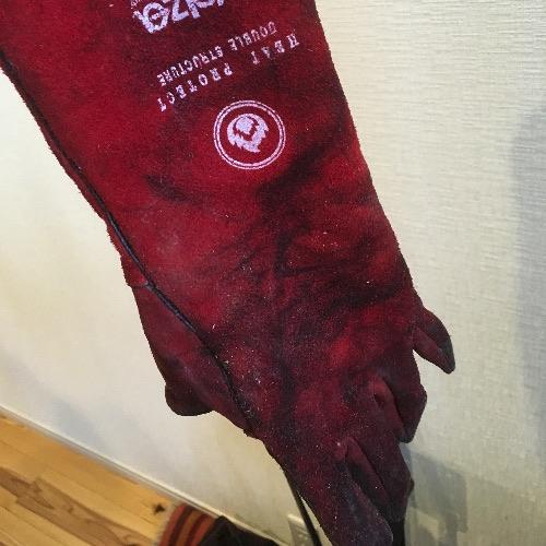 薪山崎、2年目で壊れた手袋1