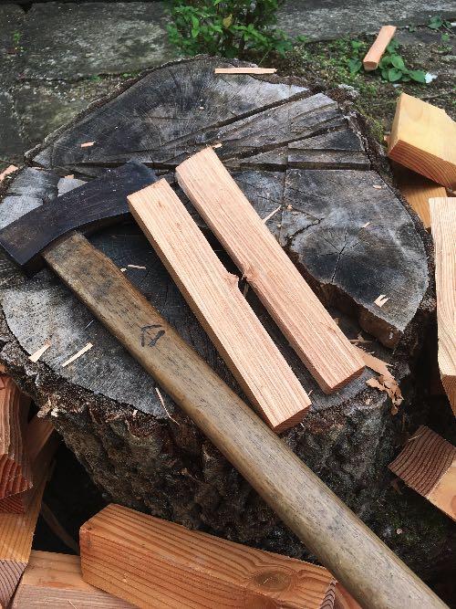薪山崎がつかっている手斧