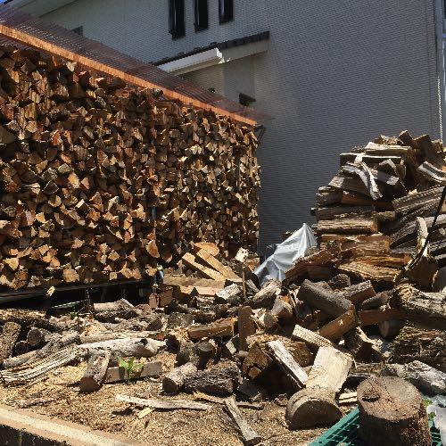 第一陣の薪を棚に移した様子