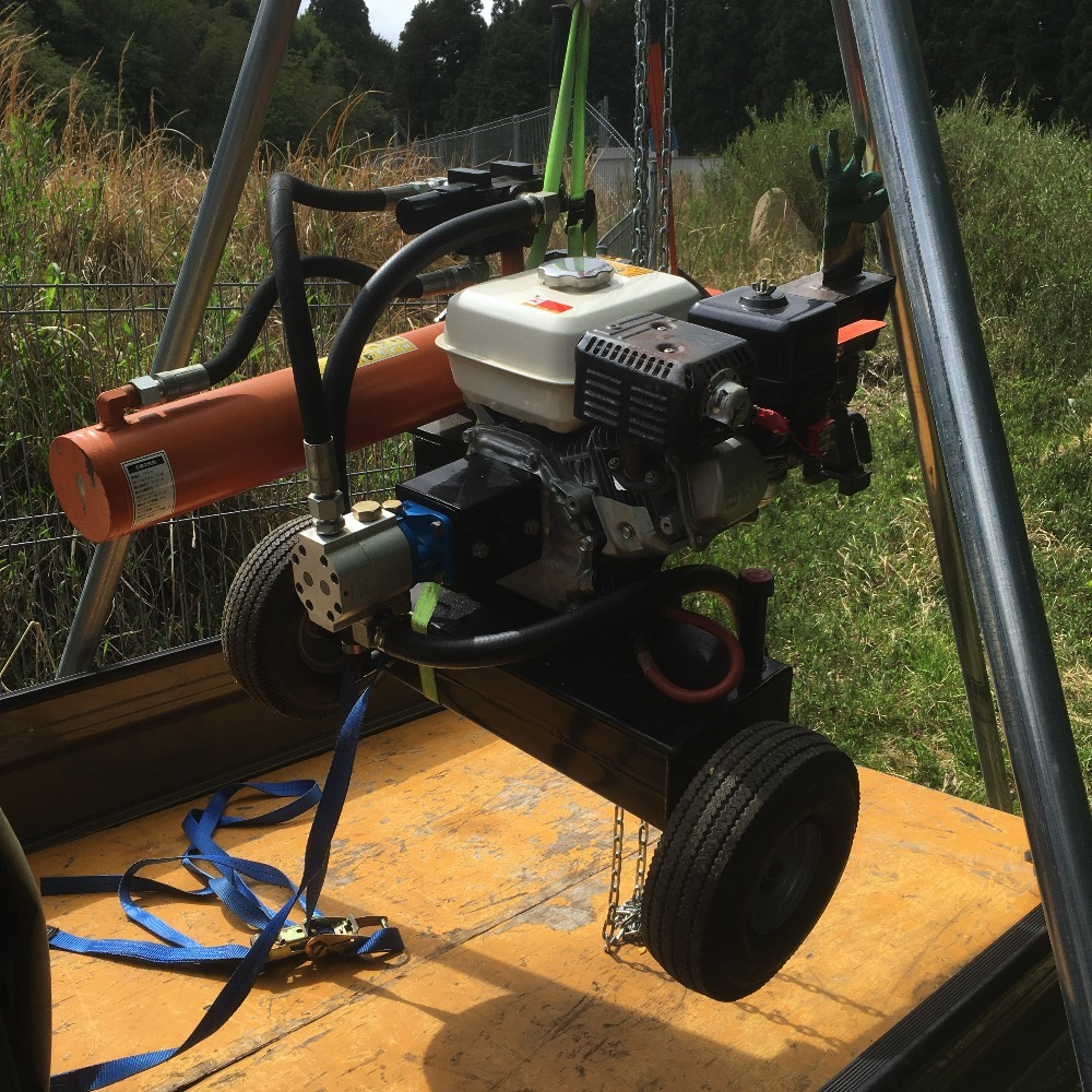 エンジン薪割機を単管三脚で運んだら薪割りが怖くなくなった話