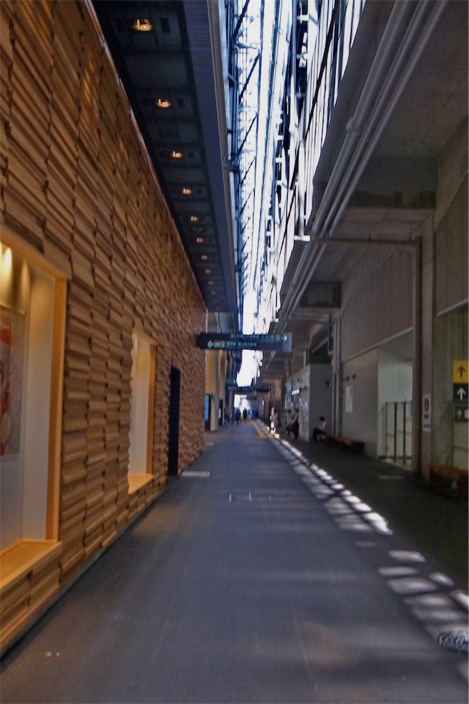富山駅の中