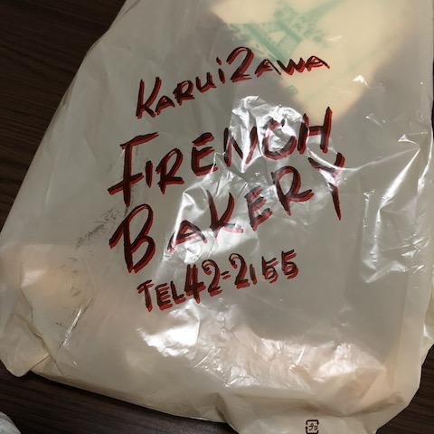 フランスベーカリーのパンが入った袋