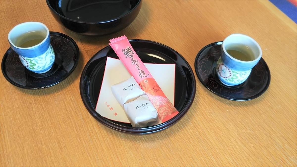 お部屋に用意されているお茶菓子