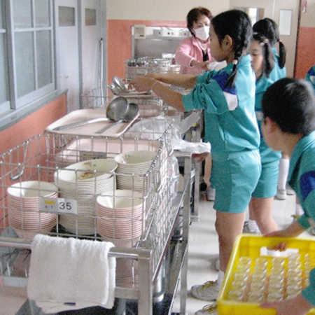 日本の給食の様子