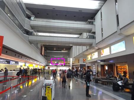 第1旅客ターミナル2階全景