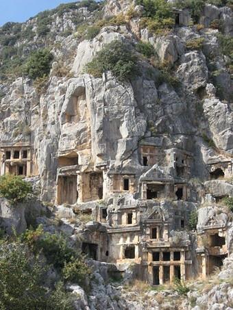 マイラ(トルコ)の崖の住居