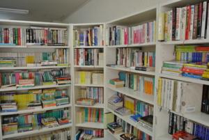 袖ヶ浦団地図書館の風景
