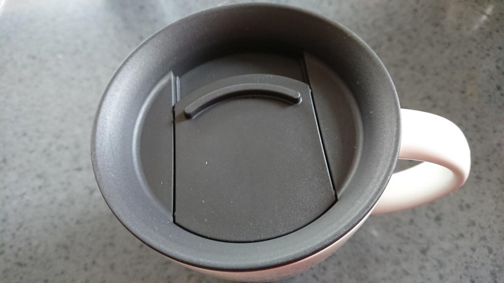 保温マグカップのスライドフタを閉めた所の写真