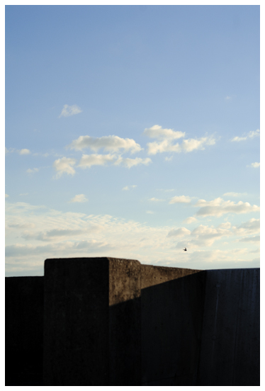 防波堤と青空