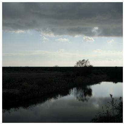 冬の空と水の風景