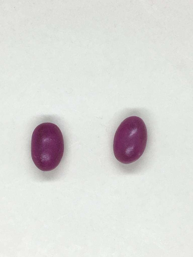 左:つぶグミグレープ味(良品計画) 右:つぶグミグレープ味(春日井製菓)
