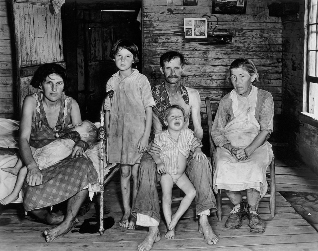 ≪Bud Fields and his family at home≫ Evans, Walker