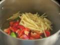 赤いパプリカとたけのこ細切り、緑のししとうは、炒めず、煮込むだけ