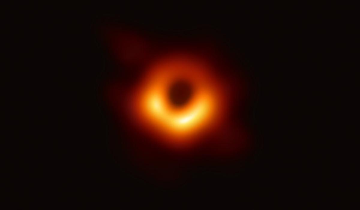 ブラックホールは想定内の形