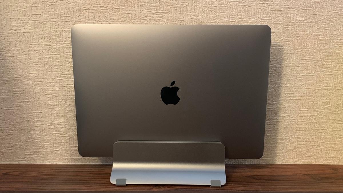 """MacBook用縦置きスタンド"""