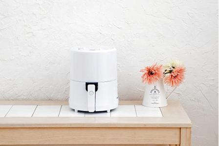 小さめノンオイル調理器「ROOMMATE ゼロフライヤーミニ 」春の新色ホワイト発売