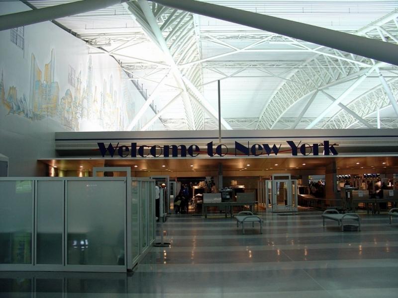 1280px-Aéroport_JFK_Décembre_2007_-_Terminal_9