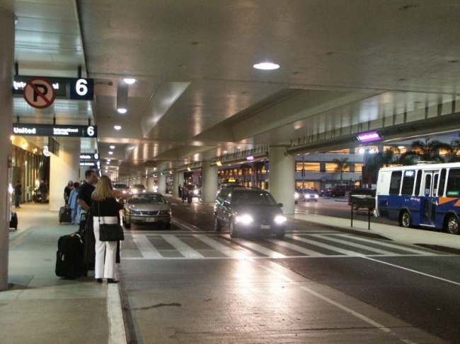united-terminal-lower-level-arrivals_3534