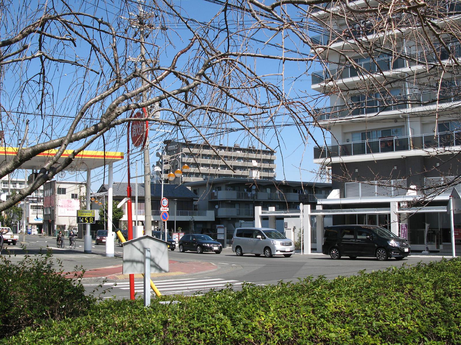 青島史蹟保存会「軽便鉄道駿遠線蹟」前から大手駅・大洲駅方面への進