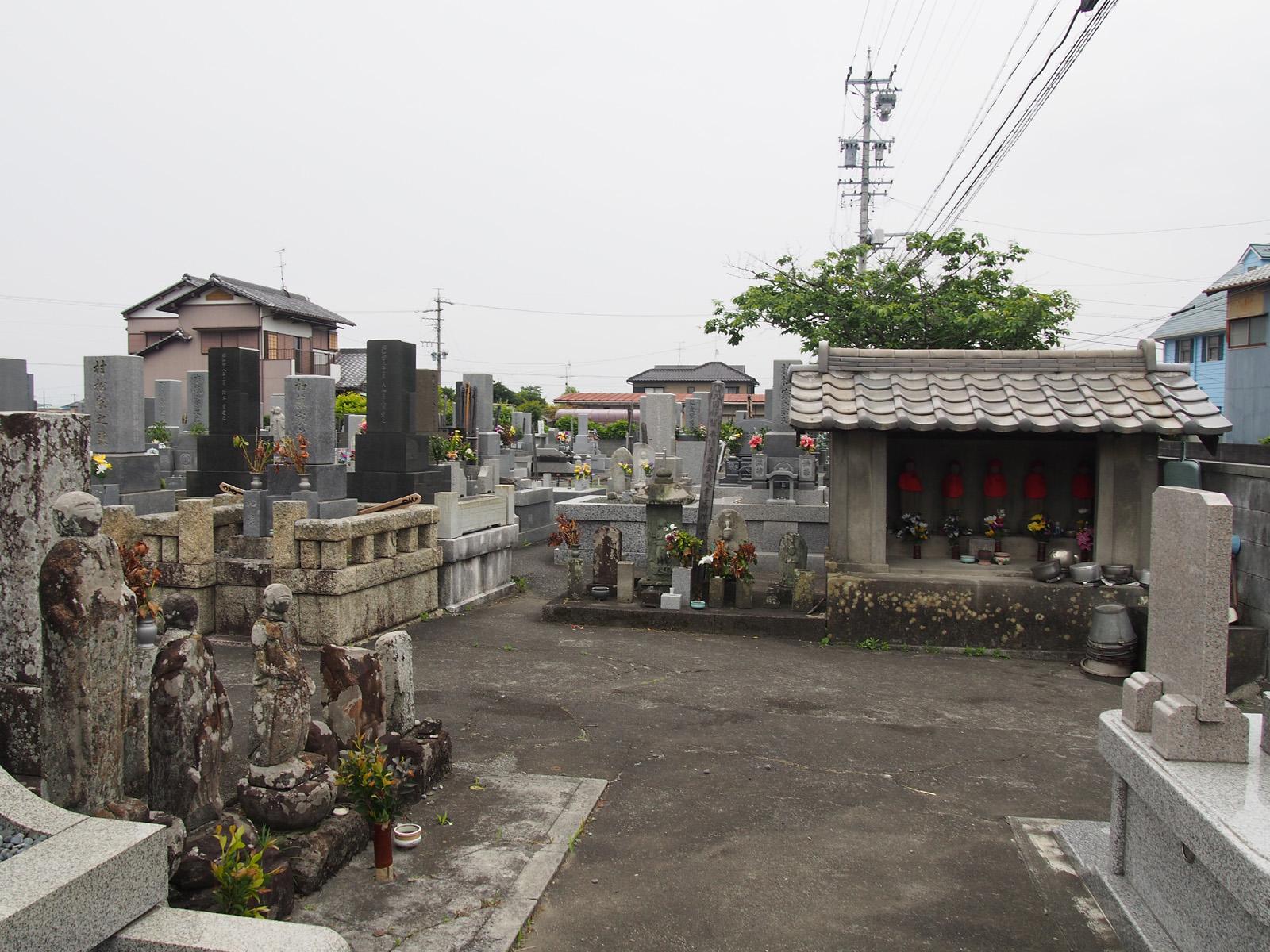 竜泉寺跡墓地